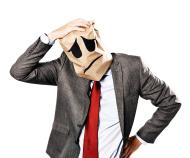 stock-photo-37806606-homme-d-affaires-en-regardant-deprime-sac-en-papier-masque-eraflures-son-mal-de-tete